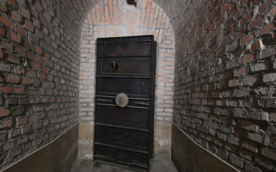 Roma Underground: Bunker e Finte Tombe Etrusche nei Sotterranei di Villa Torlonia